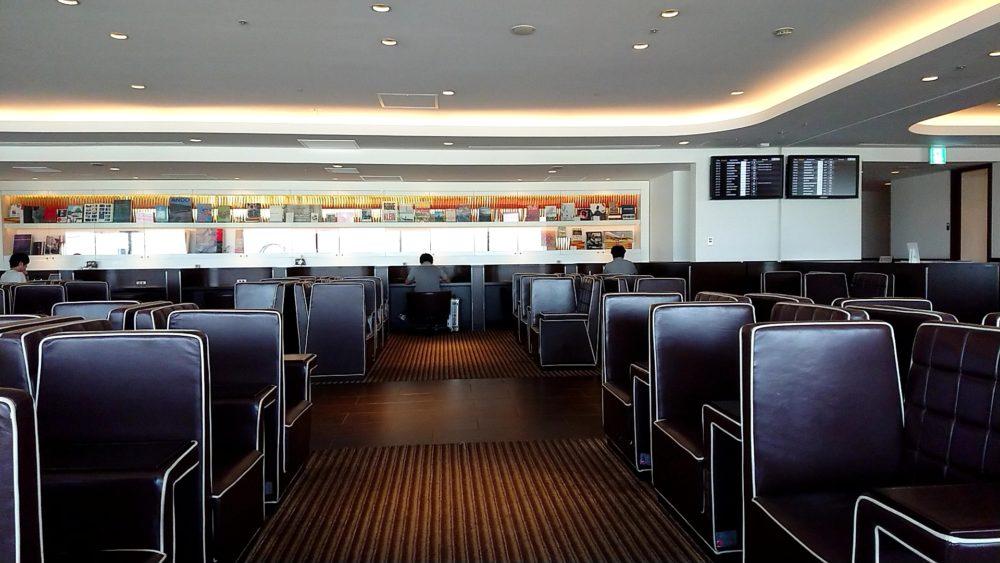 羽田空港のJALラウンジ