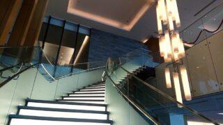 成田空港サクララウンジの階段