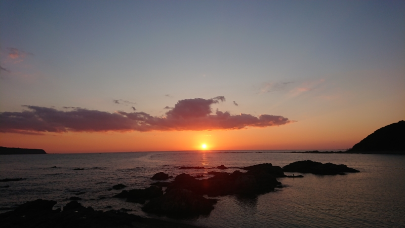 和歌山国道36号から見る太平洋に沈む夕日