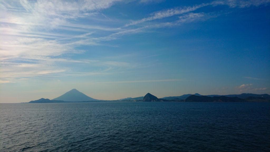 高速船から見える開聞岳