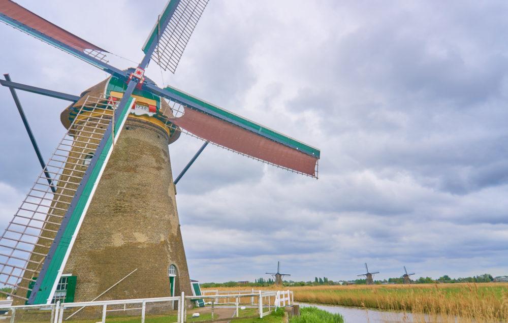 オランダキンデルダイクの風車近景