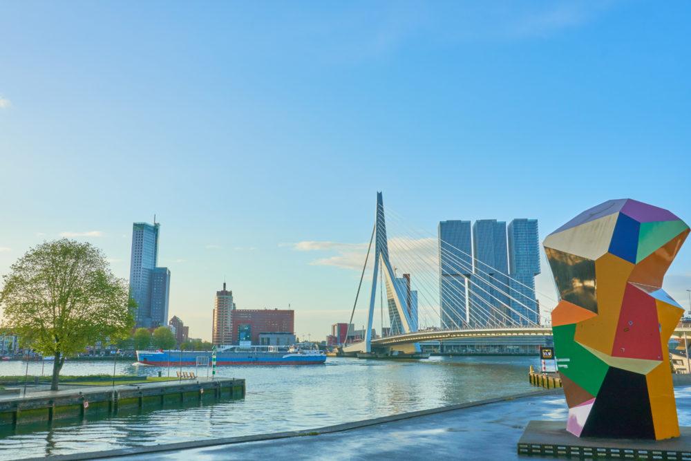 オランダロッテルダムの近代的な景色