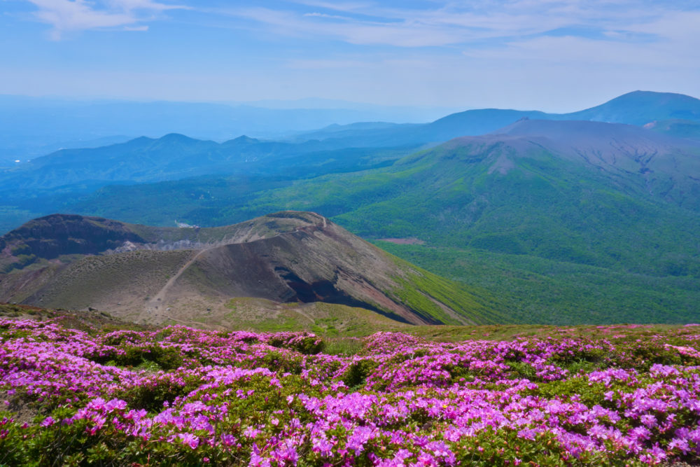 鹿児島県の高千穂峰頂上からの風景