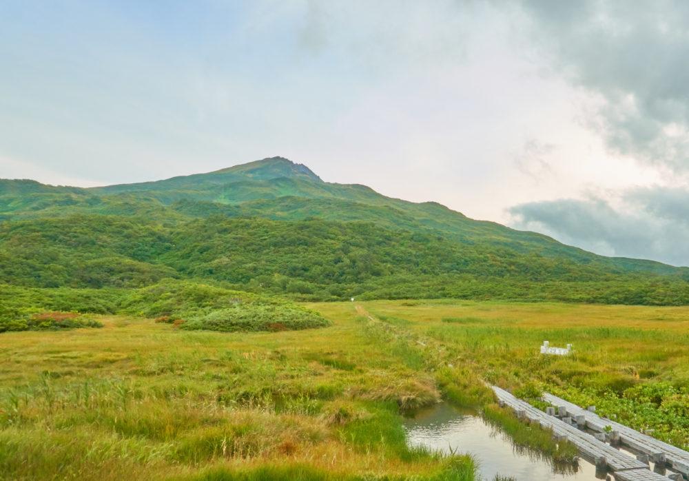 祓川ヒュッテから見る鳥海山