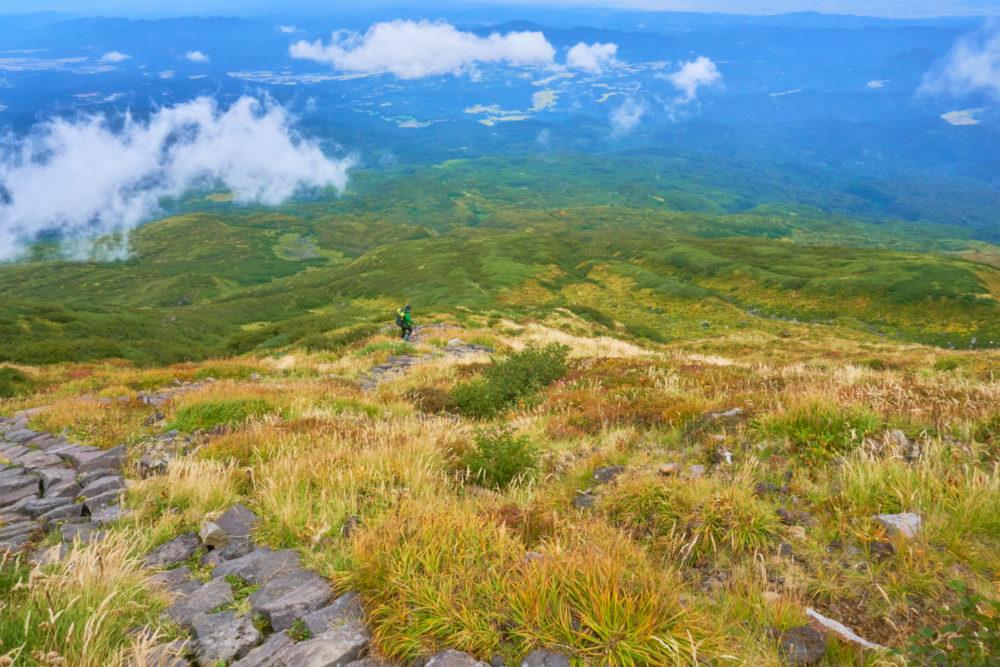 鳥海山を下る景色