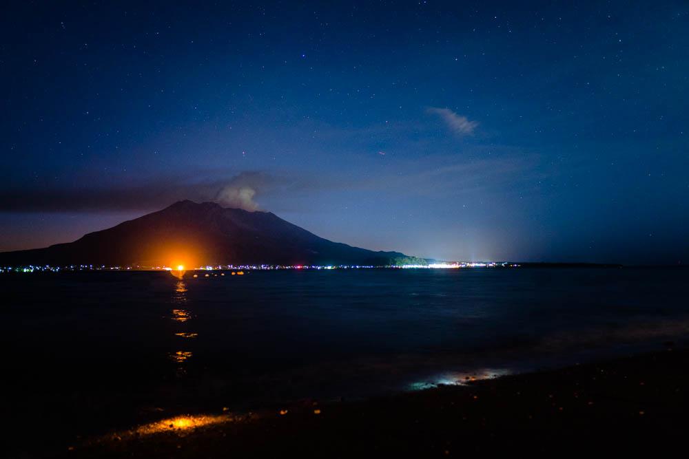 磯海水浴場から見る桜島の夜景