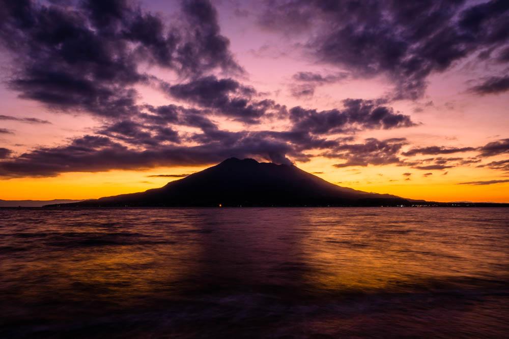 磯海水浴場から見る桜島と日の出