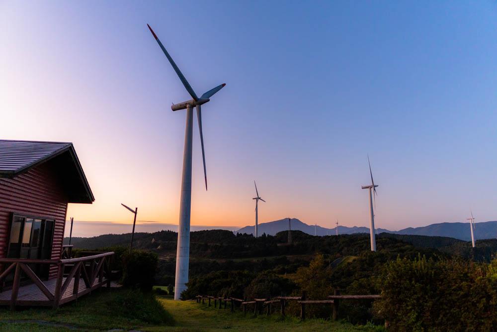 輝北うわば公園の日の出と風車
