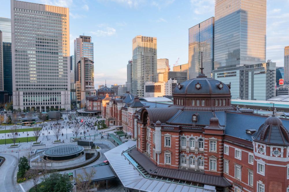日中の東京駅