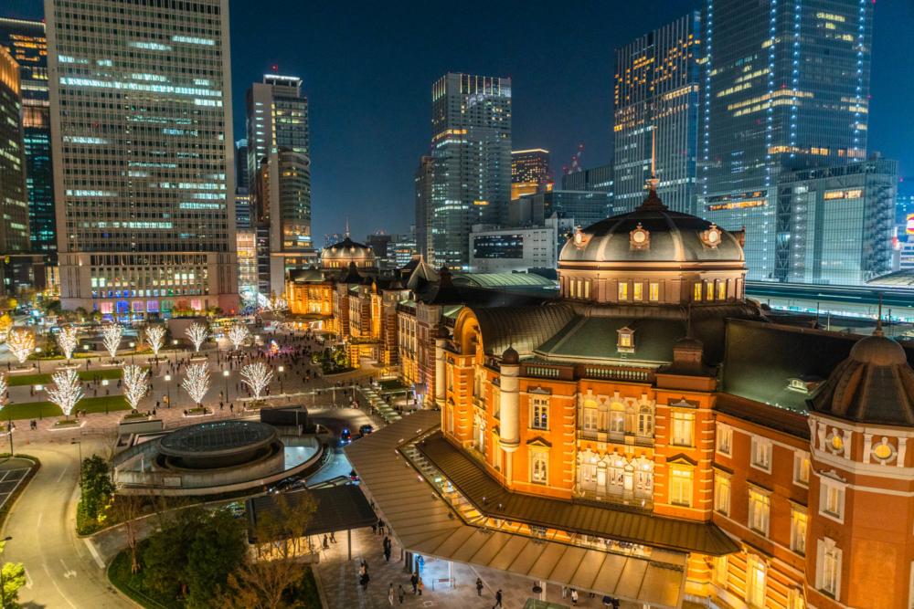 三脚を使用せず撮影した東京駅の夜景