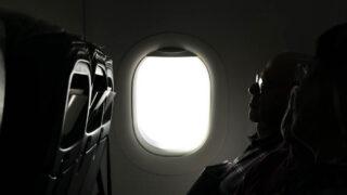 飛行機で疲れない方法【解消グッズと座り方でバッチリ対策】