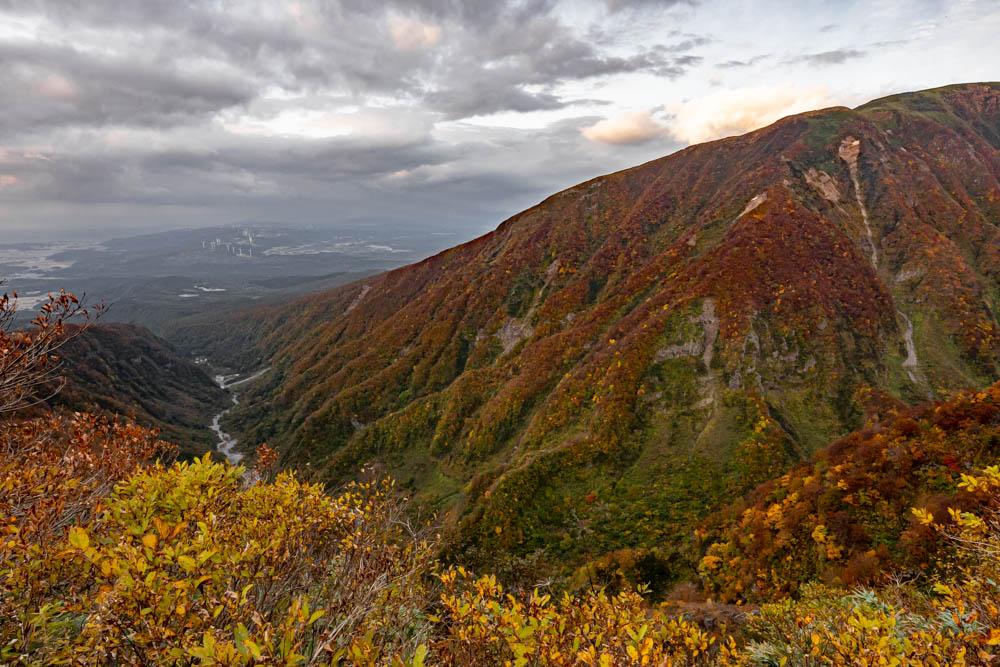 SIGMA 20mmで撮影した鳥海山の紅葉